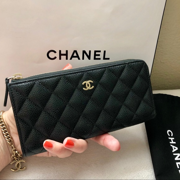 186656417c73a8 CHANEL Handbags - CHANEL Classic Caviar Side Zippy Wallet CC Logo